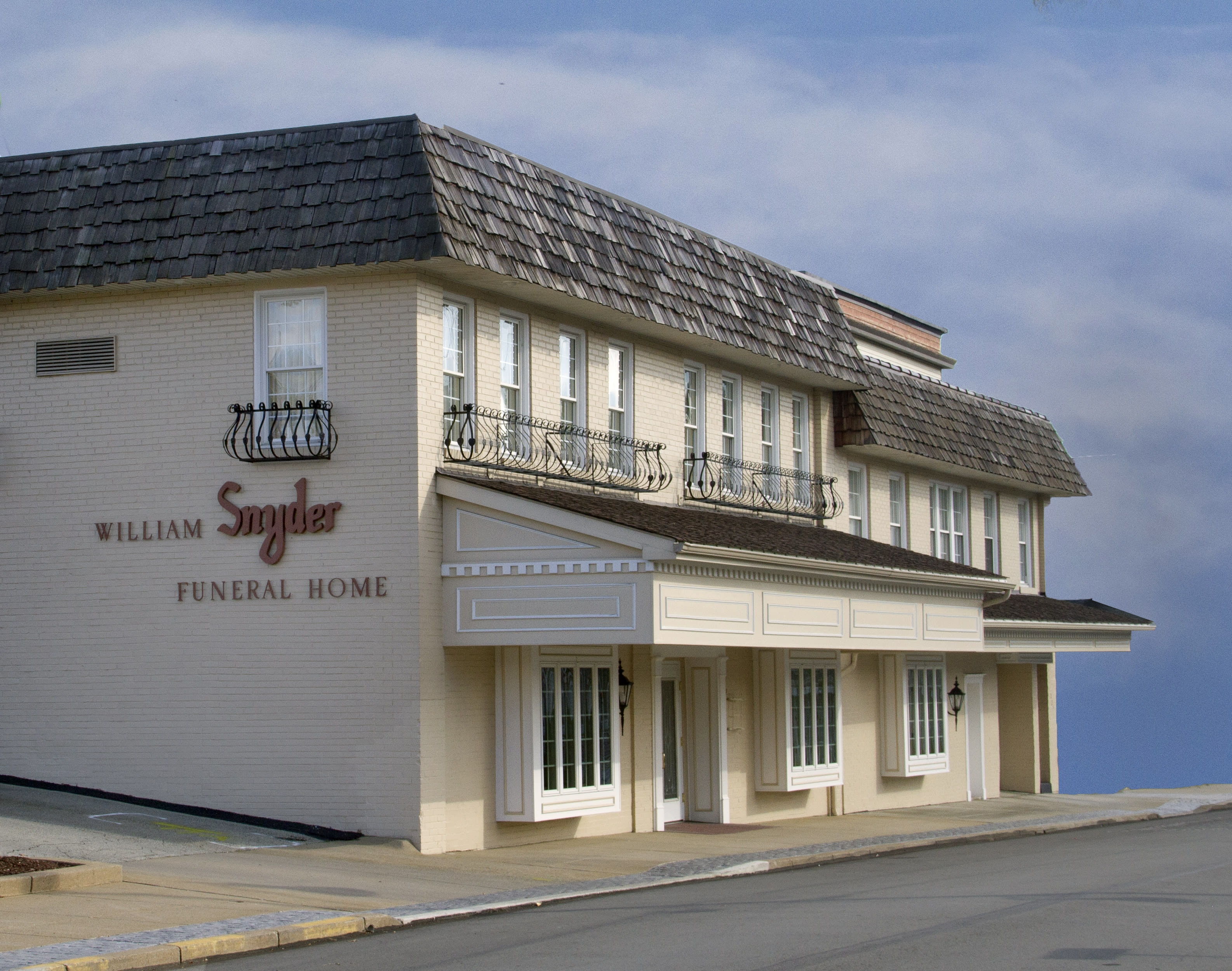 William Snyder Funeral Home - Irwin, PA