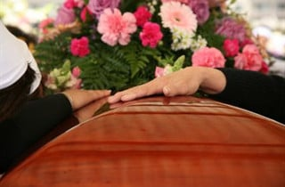 Miami Beach Fl Funeral Home Discussing Arrangements