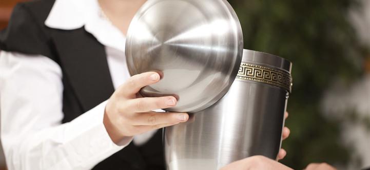 Cremation Midland MI 000005 Design Options Urns Media 145013 Istock R 721x332