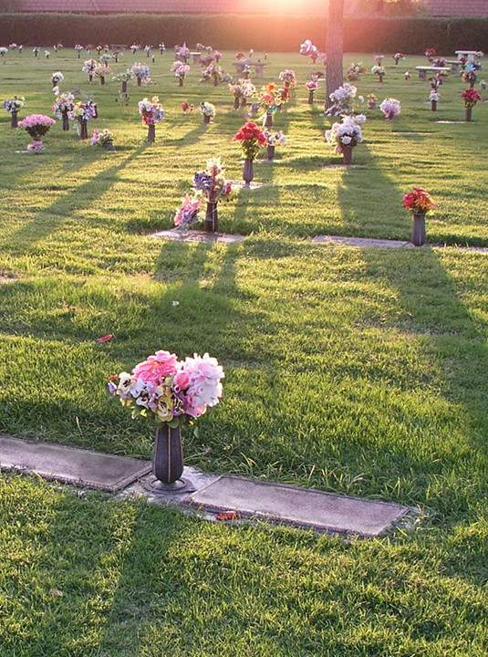 <span>What are <br>Lawn Crypts?</span>