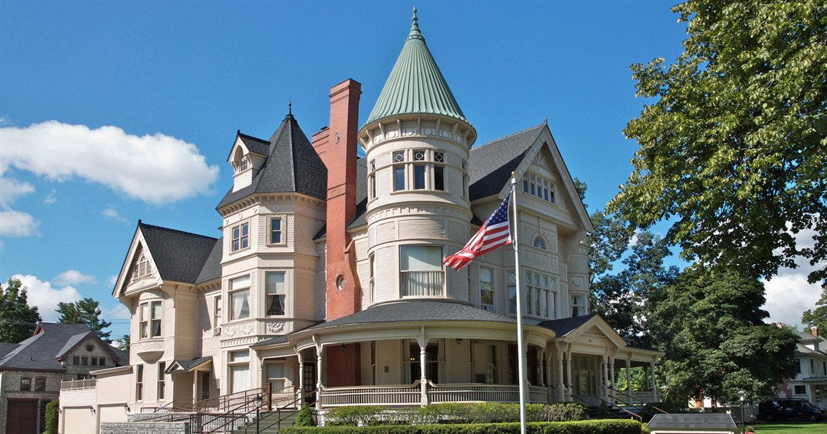 The Magnificent Mansion Reynolds Jonkhoff Funeral Home Traverse