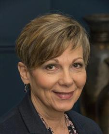Karin  Schuett