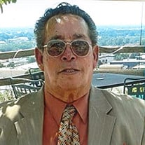 Carlos  Olonia