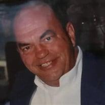 Robert R Tracey