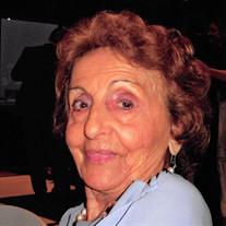 Helene  Cheakalos Angelos